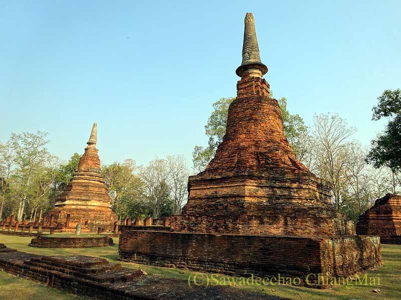 タイのカムペーンペット歴史公園遺跡群のワットプラタートの仏塔