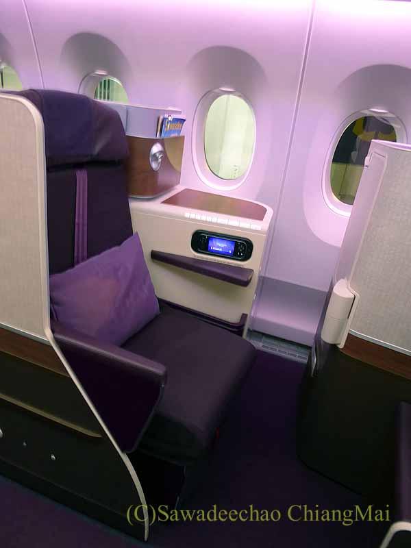 タイ国際航空TG121便のビジネスクラスのシート概観