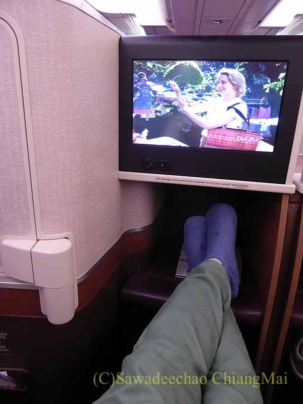 タイ国際航空TG121便のビジネスクラスのシートのレッグスペース