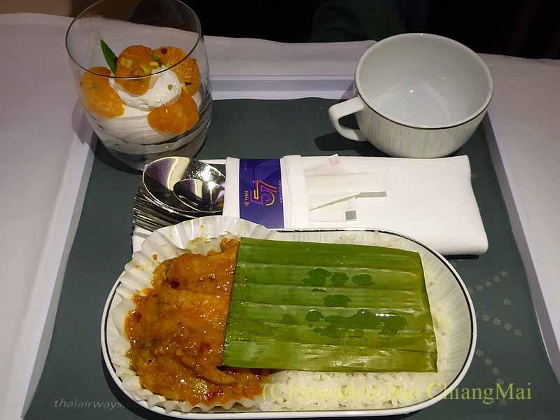 タイ国際航空TG121便ビジネスクラスで出た機内食全景