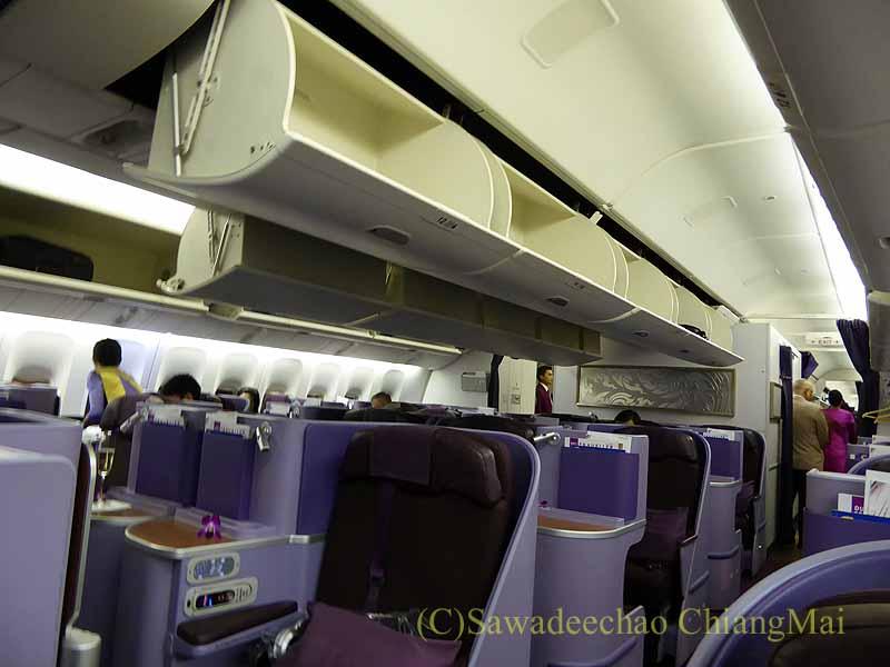 タイ国際航空TG642便のビジネスクラスのキャビン