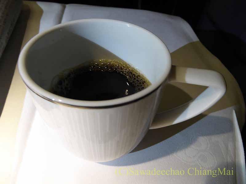 TG642便ビジネスクラスで出た機内食のコーヒー