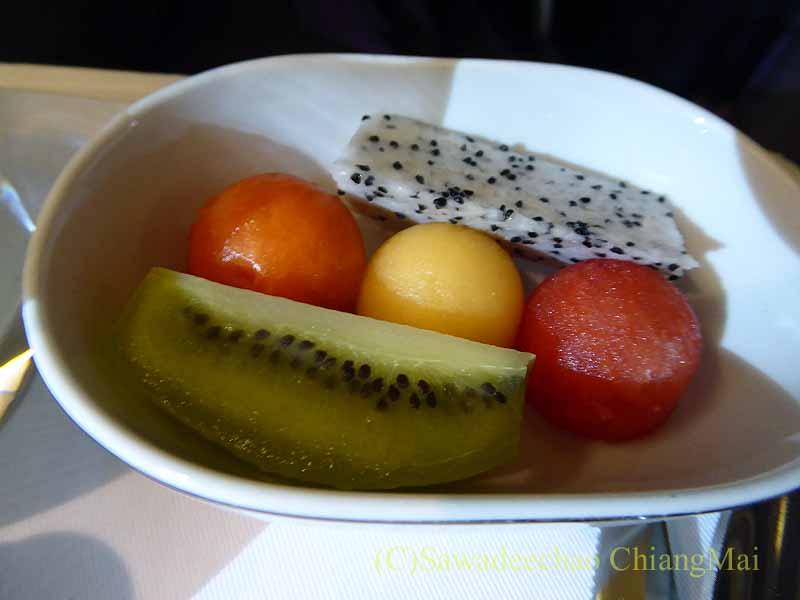 TG642便ビジネスクラスで出た機内食のフルーツ