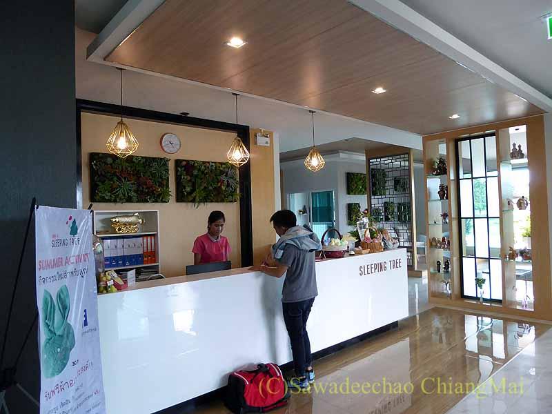 チェンマイ県ファーンのスリーピングツリーホテルのフロント