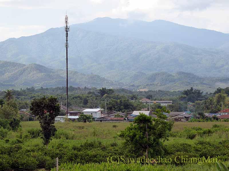 チェンマイ県ファーンのスリーピングツリーホテルから見た山々