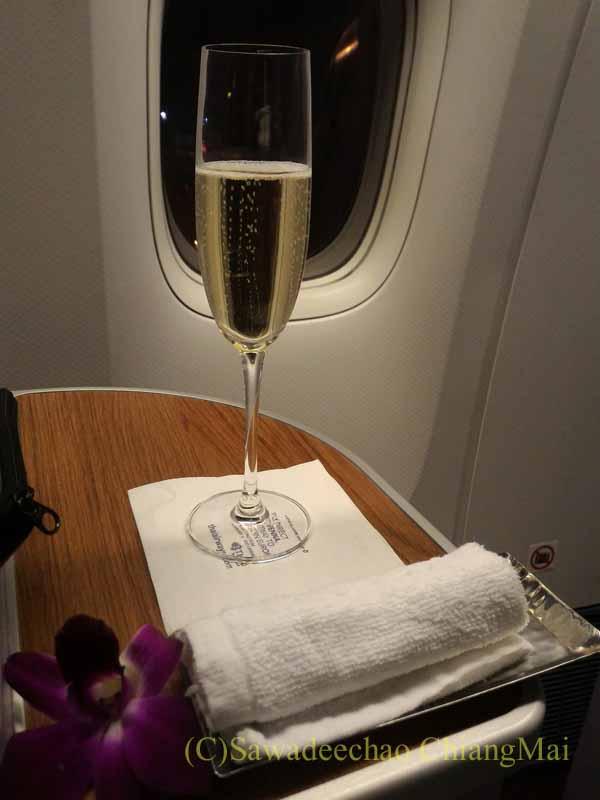 タイ国際航空TG642便のビジネスクラスで出たシャンパン