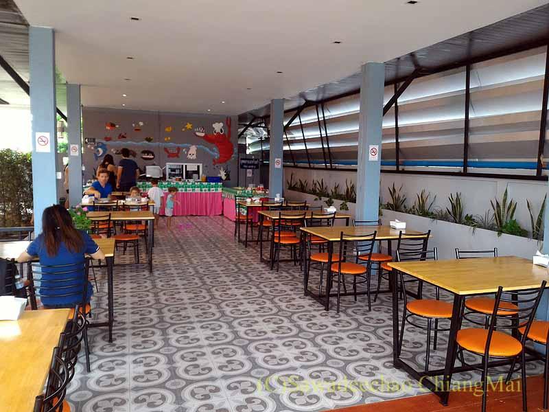 チェンマイ県ファーンのスリーピングツリーホテルの朝食会場