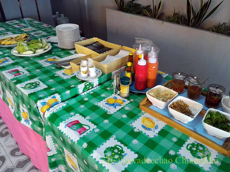 チェンマイ県ファーンのスリーピングツリーホテルの朝食会場の料理