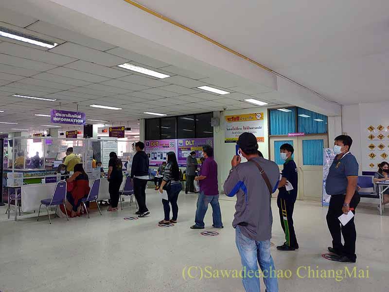 チェンマイの陸運局のインフォメーションカウンター