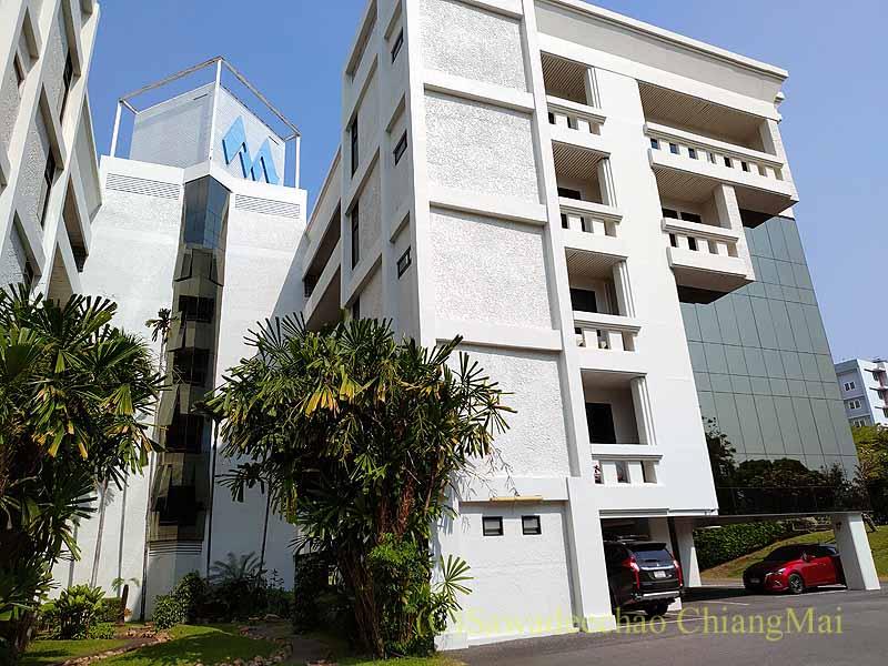 チェンマイの日本領事館が入っているビル