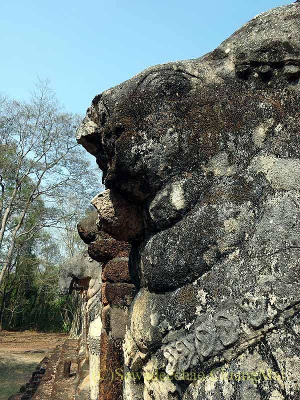 タイのカムペーンペット遺跡群のワットチャーンロームの象