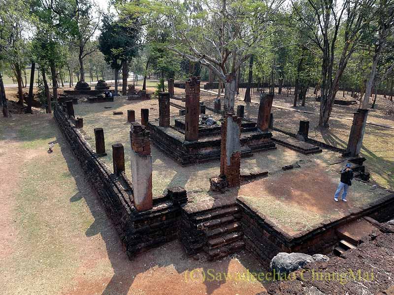 タイのカムペーンペット遺跡群のワットチャーンロームの本堂