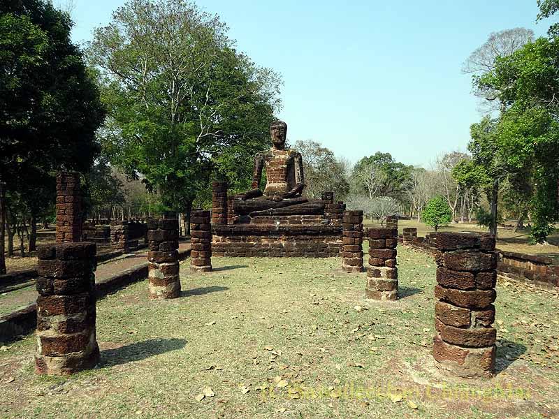 タイのカムペーンペット遺跡群のワットシンの本堂