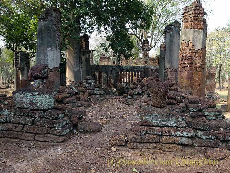 タイのカムペーンペット遺跡群のワットプラノーンの本堂