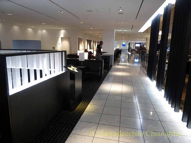 成田空港第1ターミナルのANAラウンジの通路