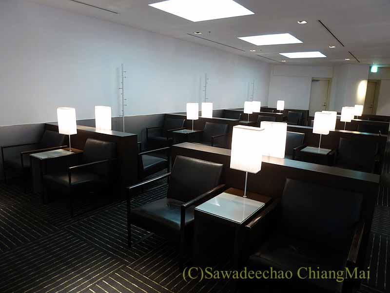 成田空港第1ターミナルのANAラウンジの2人用いす席
