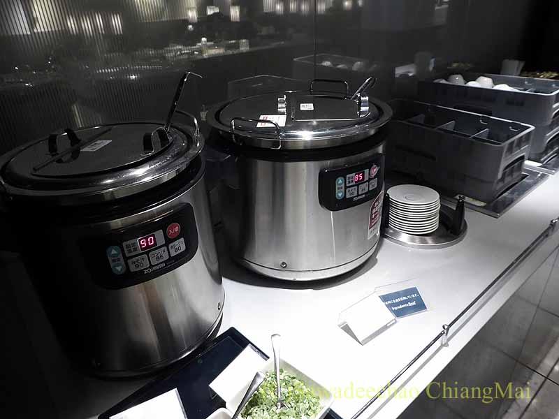 成田空港第1ターミナルのANAラウンジのスープ類のコーナー