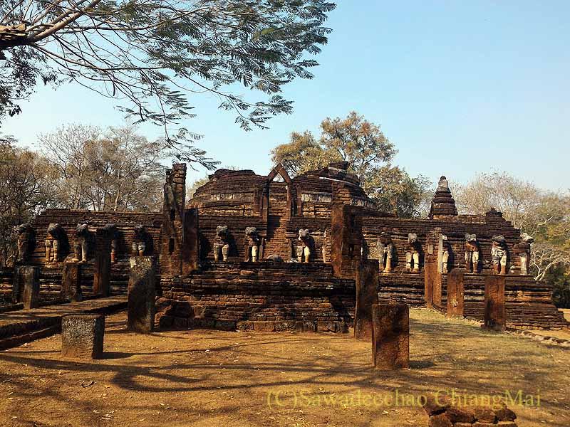 タイのカムペーンペット遺跡群のワットチャーンローム概観