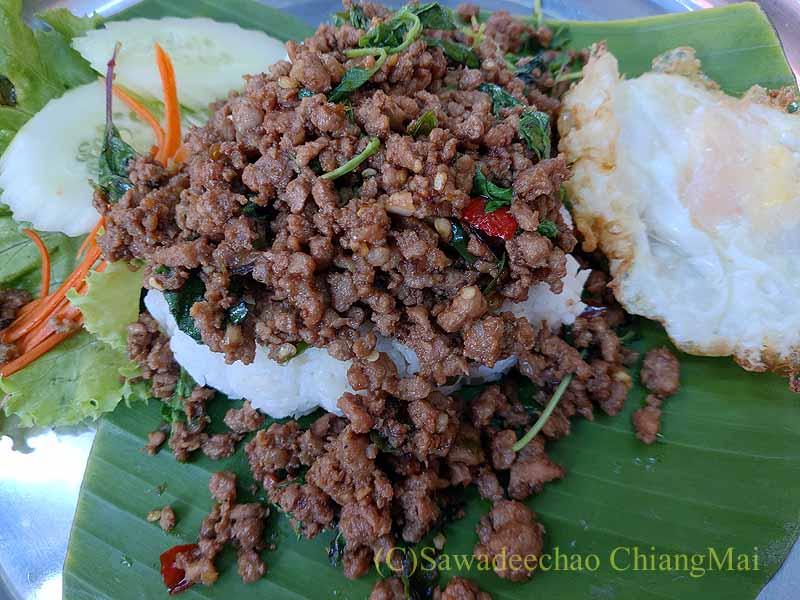 チェンマイにあるトゥクソムガパオタートのガパオライス