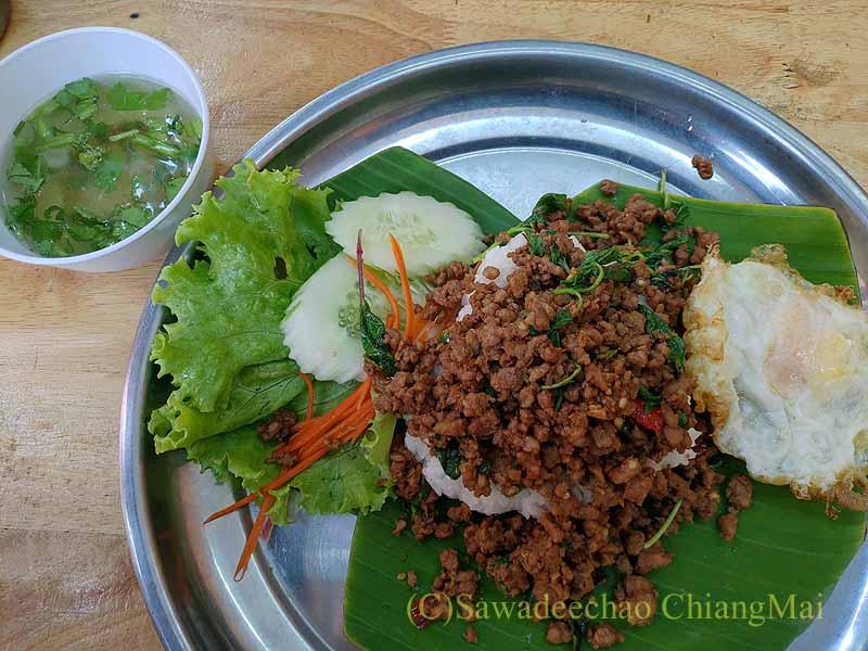チェンマイにあるトゥクソムガパオタートのガパオムーサップ