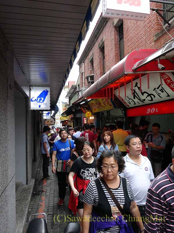 台湾の首都台北近郊にある街、淡水の商店街