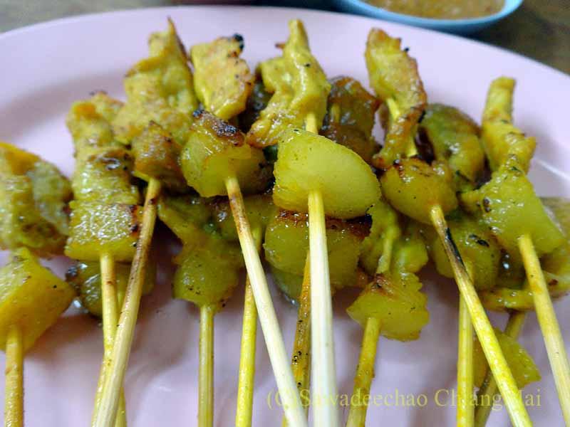 カムペーンペットの中華麺の店バミーチャーカンラーウのムーサテ
