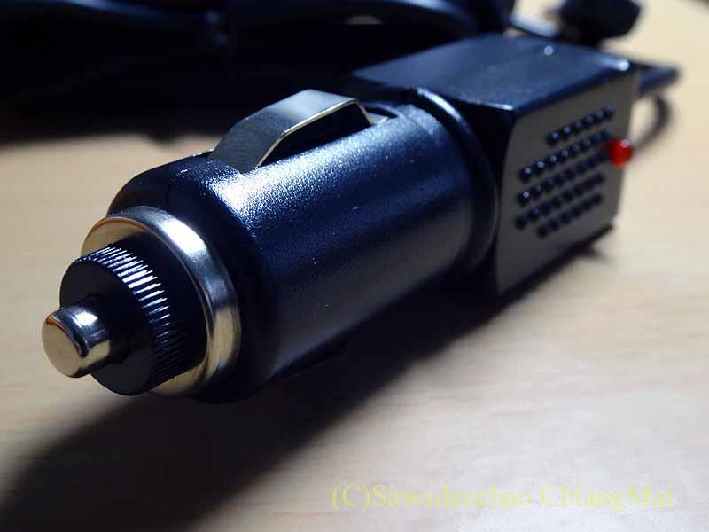 チェンマイの自家用車用ドライブレコーダーの電源ソケット
