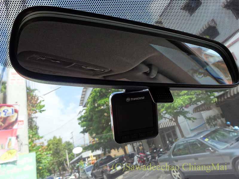 チェンマイの自家用車用ドライブレコーダーの装着状態