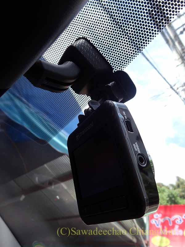チェンマイの自家用車に装着したドライブレコーダー