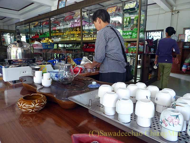 メーサローンの茶芸館、國琴商店の聞き茶スペース