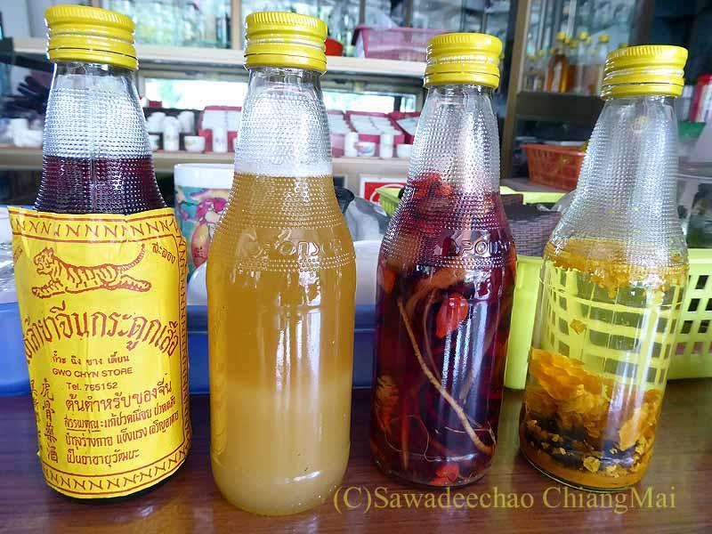 メーサローンの茶芸館、國琴商店の薬草酒やハチミツ
