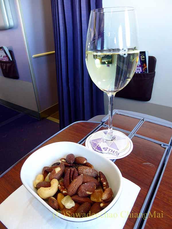 タイ国際航空TG641便のビジネスクラスで出た食前酒