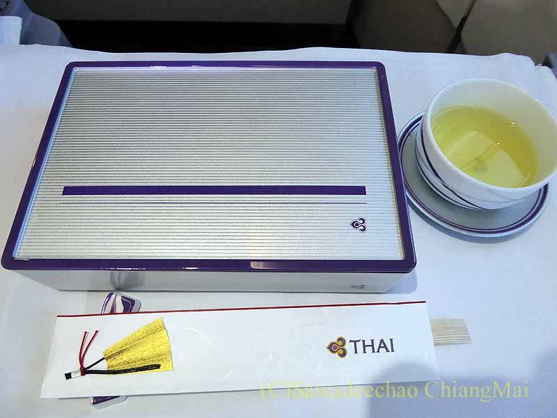 タイ国際航空TG641便のビジネスクラスで出た前菜のお重