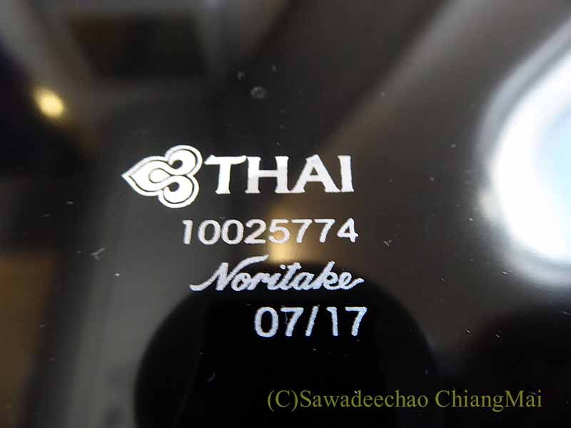 タイ国際航空TG641便のビジネスクラスで出た前菜のお重のフタ