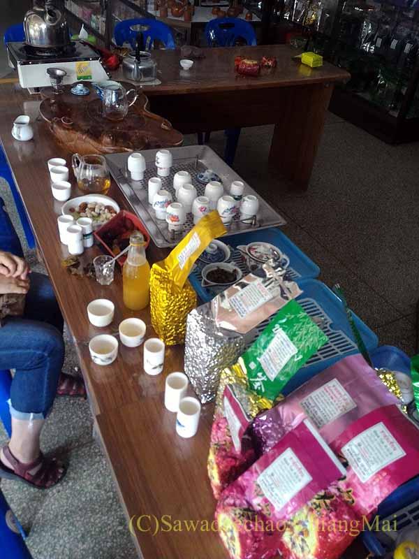 メーサローンの茶芸館、國琴商店の聞き茶用が終わったテーブル