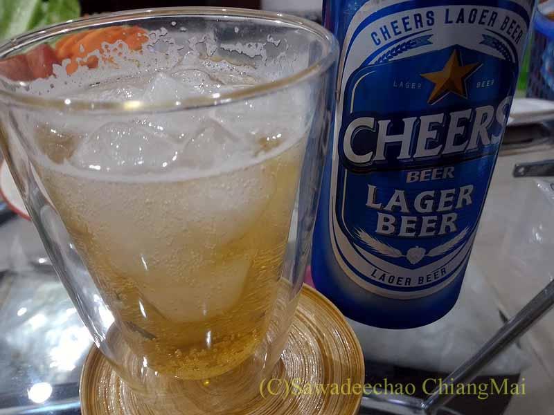 チェンマイ郊外で開かれる定期市で買ったビール