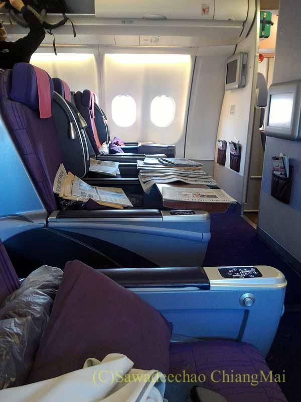 タイ国際航空TG641便のビジネスクラスのキャビン