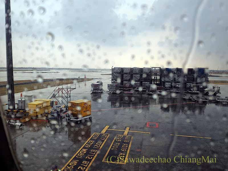 タイ国際航空TG641便から見たスワンナプーム空港滑走路