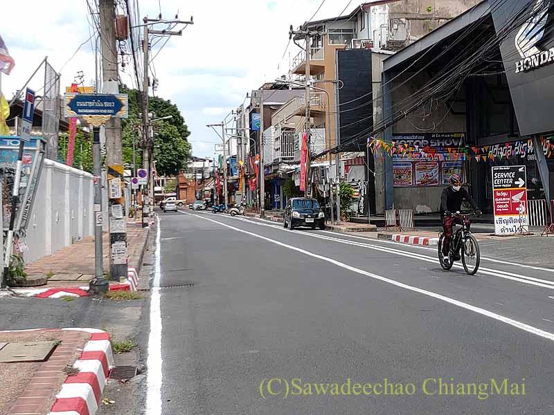 新型コロナ規制が強化されたチェンマイのラーチャダムヌン通り