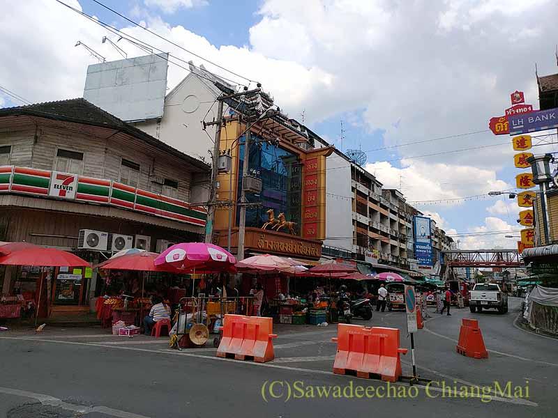 新型コロナ規制が強化されたチェンマイのワローロット市場前