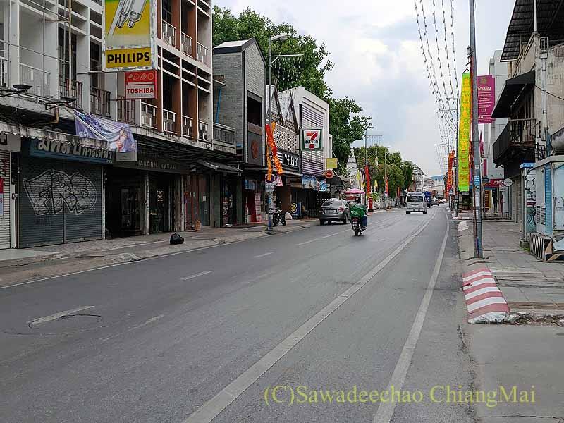 新型コロナ規制が強化されたチェンマイのターペー通り