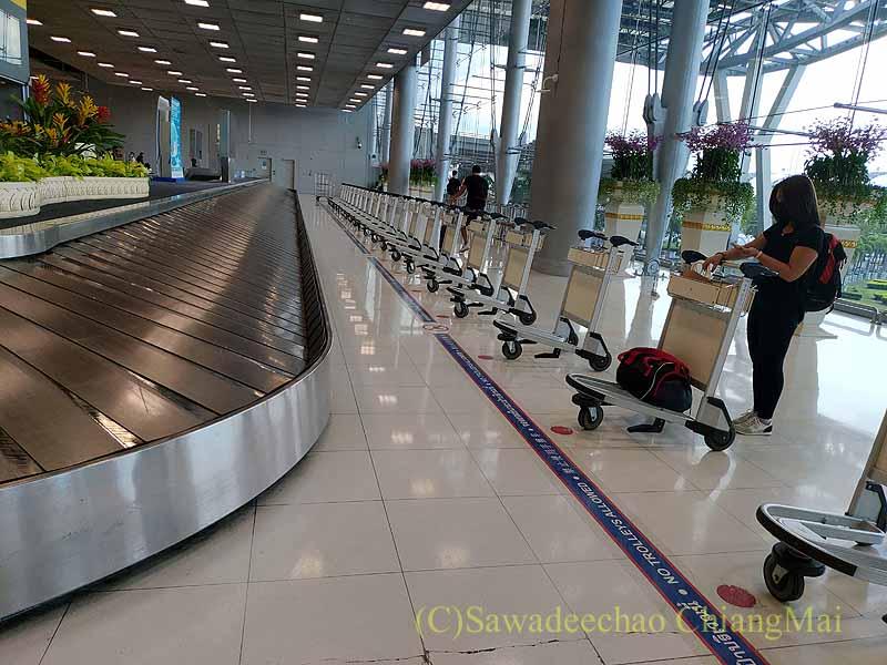 コロナ禍のスワンナプーム空港国内線荷物受け取りエリア