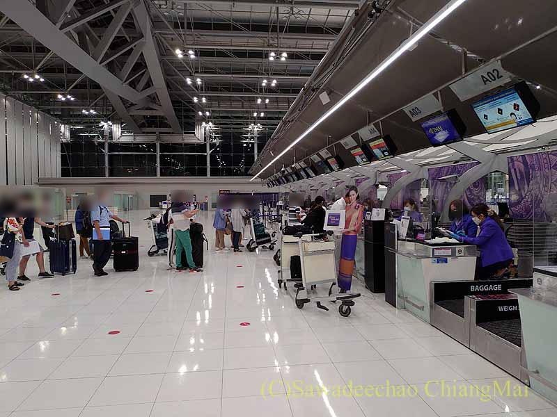 スワンナプーム空港のタイ国際航空チェックインカウンター