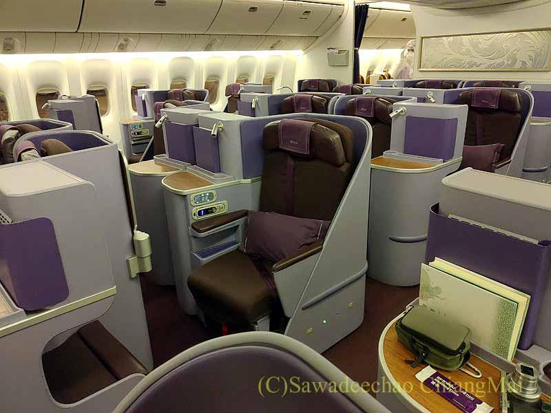 タイ国際航空TG642便ビジネスクラスのキャビン