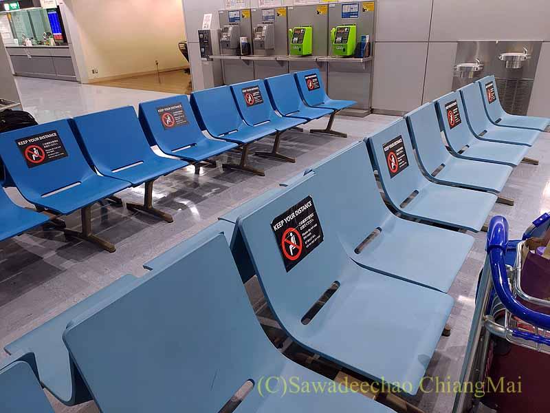 成田空港到着ロビーの隔離ホテル行きバス待合所