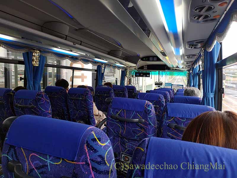 コロナ禍で日本帰国後、隔離ホテルへの移動用バス