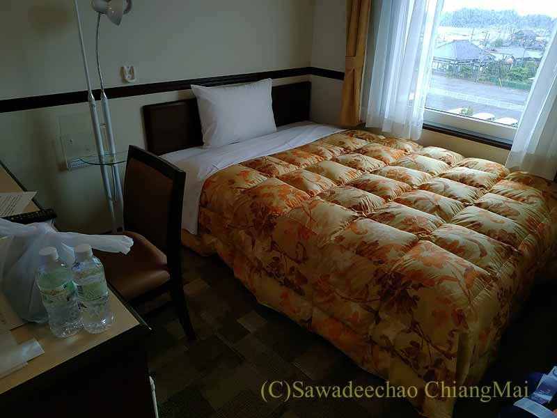 コロナ禍で日本帰国後、隔離される東横イン成田空港の客室