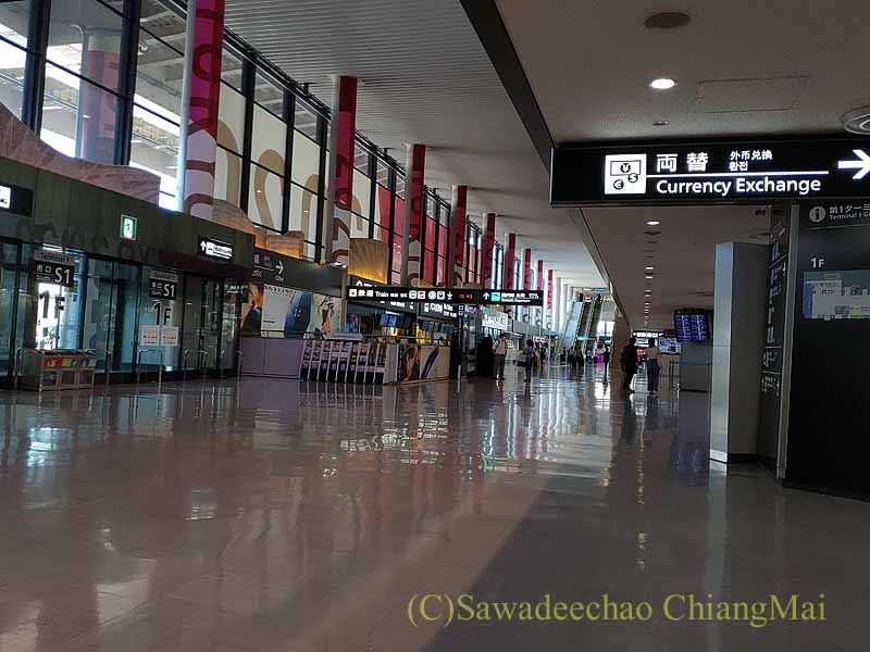 コロナ禍で日本帰国、隔離ホテルで過ごした後に降ろされる成田空港