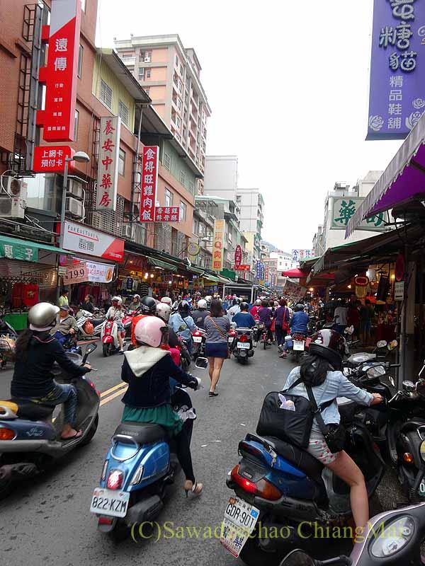 台北郊外にある古い街並みで有名な街、三峡の中心部