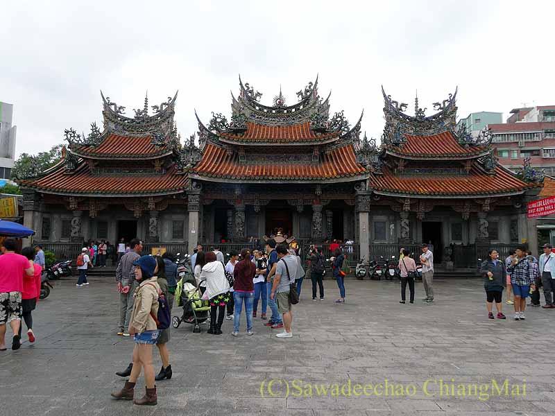 台北郊外にある三峡の清水祖師廟の本堂概観